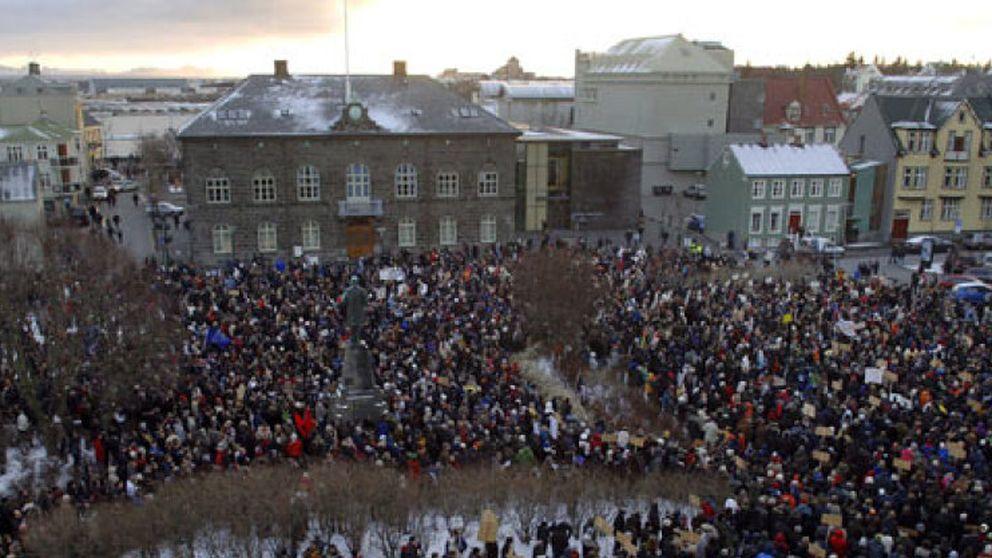 Islandia devuelve el poder a los partidos que arruinaron su economía