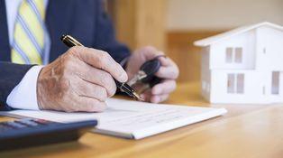 Si destino un piso heredado a vivienda habitual, ¿debo pagar impuestos?