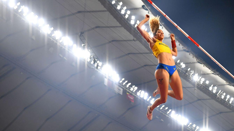 Una atleta parte su pértiga y, minutos después, bate un récord con otra prestada