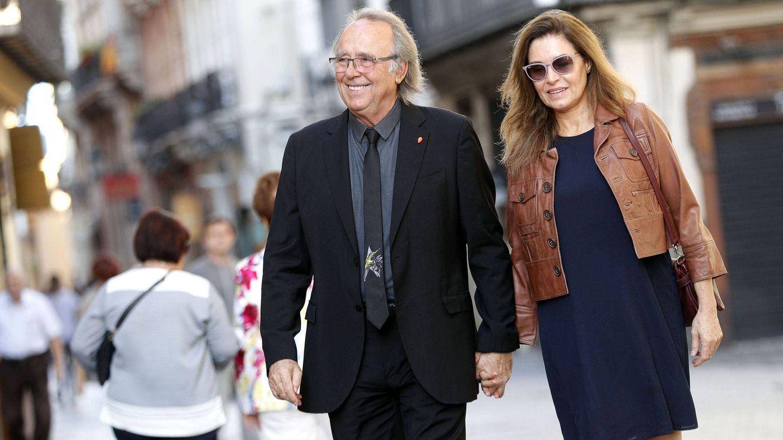 Serrat y su mujer, Candela Tiffón. (EFE)