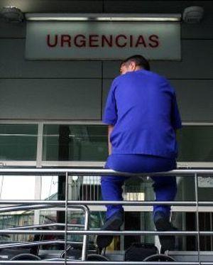 A Güemes se le acumulan los problemas con la huelga de los médicos de Atención Primaria