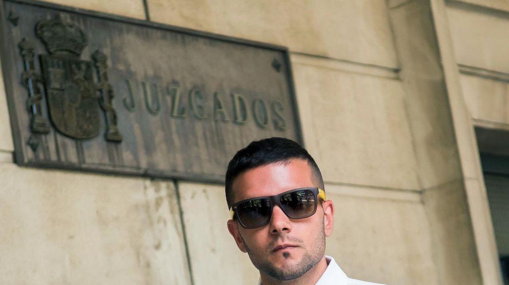 Foto: Ángel Boza, detenido por sustraer unas gafas en un centro comercial de Sevilla. (EFE)