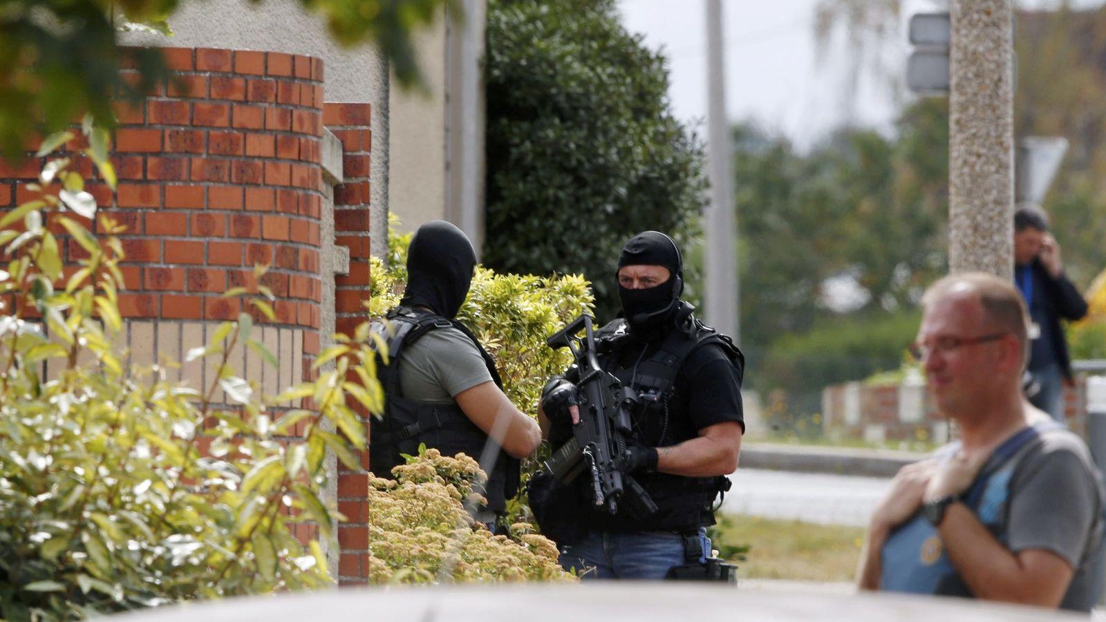 Foto: Miembros de las fuerzas especiales de la policía en el exterior de la iglesia atacada, el 26 de julio de 2016 (Reuters)
