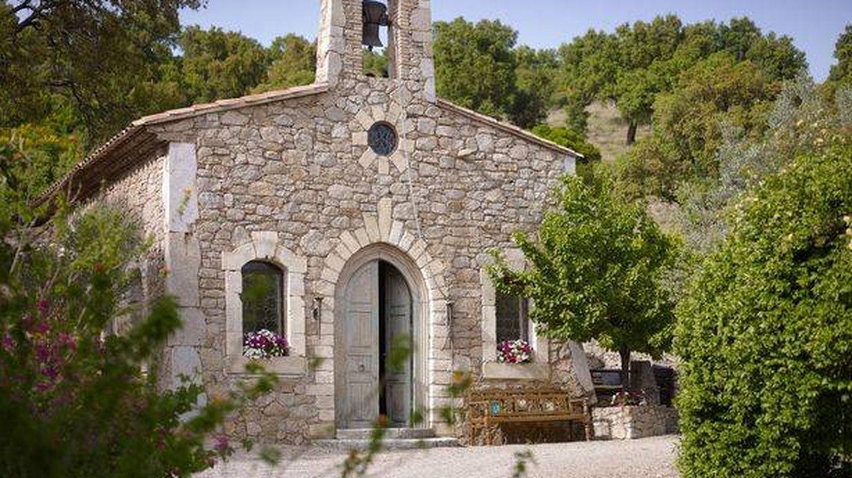 La villa cuenta con su propia iglesia. (TopTenRealEstateDeals.com)