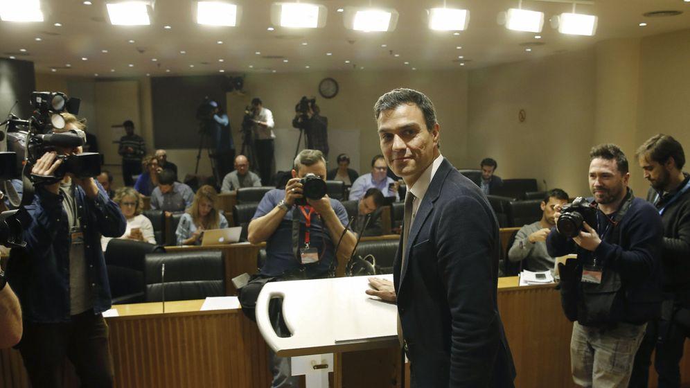 Foto: Pedro Sánchez, este 3 de febrero, en el Congreso, antes de la rueda de prensa de balance de los primeros contactos para intentar formar Gobierno. (EFE)