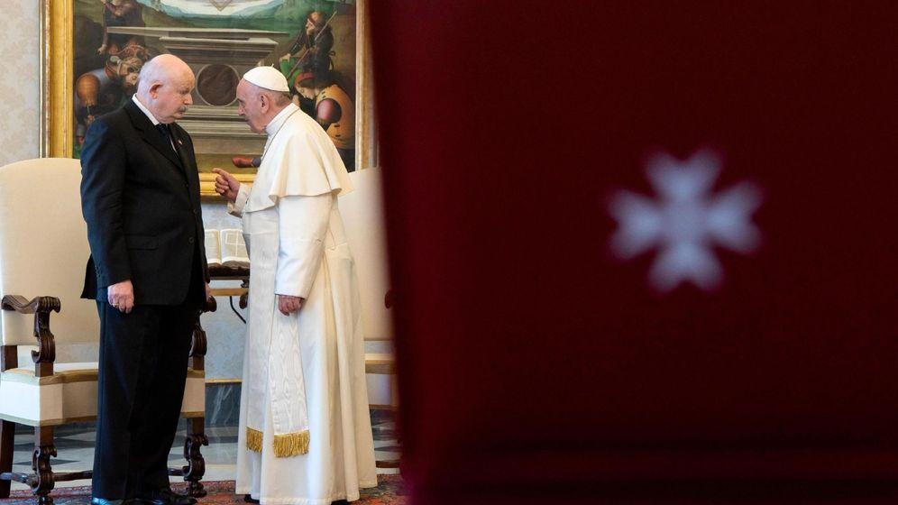 Foto: El Papa Francisco y el Gran Maestre de la Orden de Malta en 2018. (Efe)