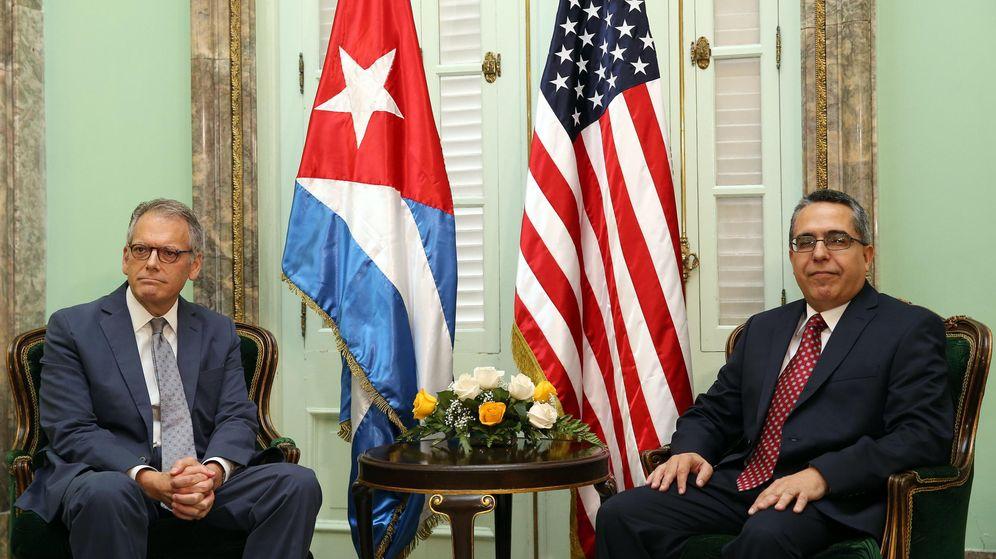 Foto: El ministro interino de Relaciones Exteriores de Cuba, Marcelino Medina (d), se reúne con el jefe de la Sección de Intereses de EE.UU. (Efe)