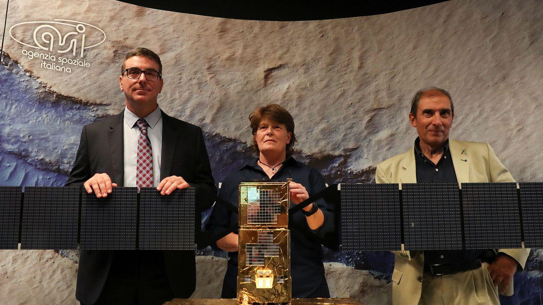 Roberto Orosei, Elena Pettinelli y Enrico Flamini, durante la presentación del estudio. (Reuters / Alessandro Bianchi)