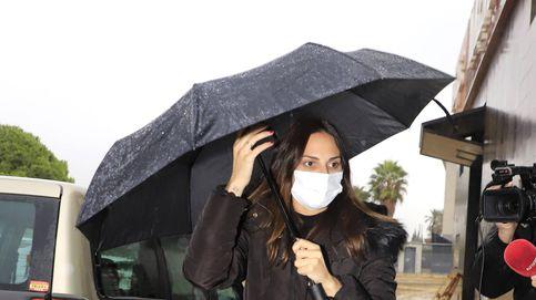Irene Rosales se despide de Manuel, su padre, en un tanatorio de Sevilla