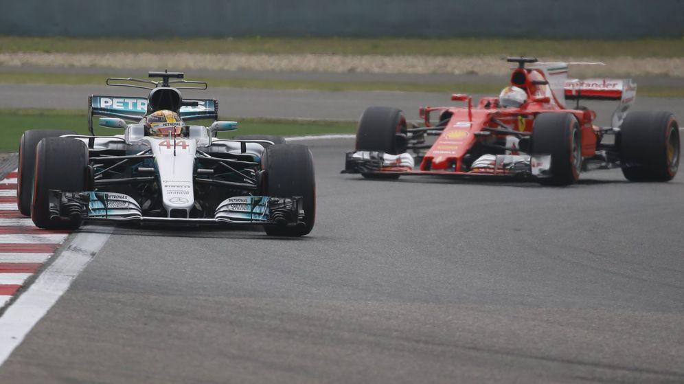 Foto: Hamilton y Vettel, en el Circuito Internacional de Shanghái. (EFE)