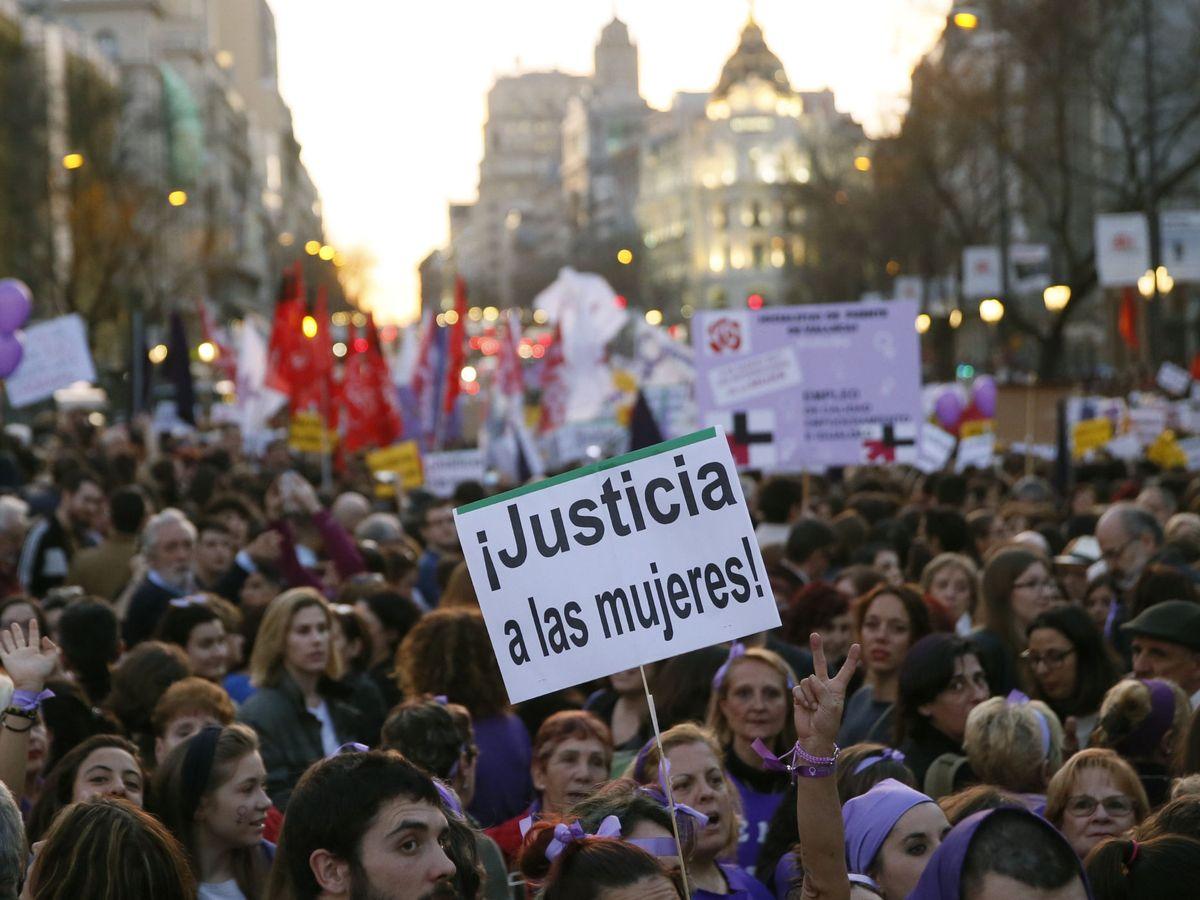 Foto: Un momento de la manifestación en la Asamblea Madrid 8 de Marzo en 2017. (EFE)