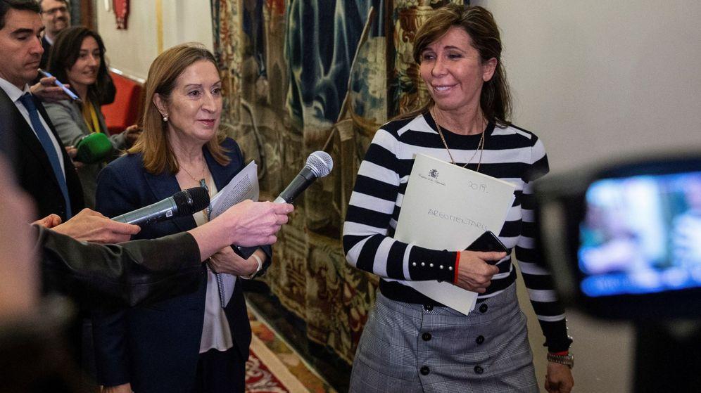 Foto: La presidenta de la Mesa del Congreso, Ana Pastor (i), y la secretaria primera, Alicia Sánchez Camacho. (EFE)