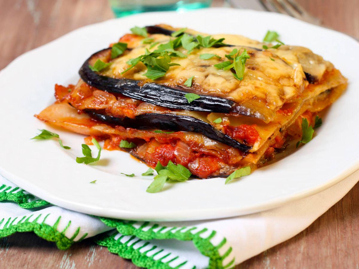 Foto: Cuatro recetas para hacer lasaña sin pasta. (iStock)
