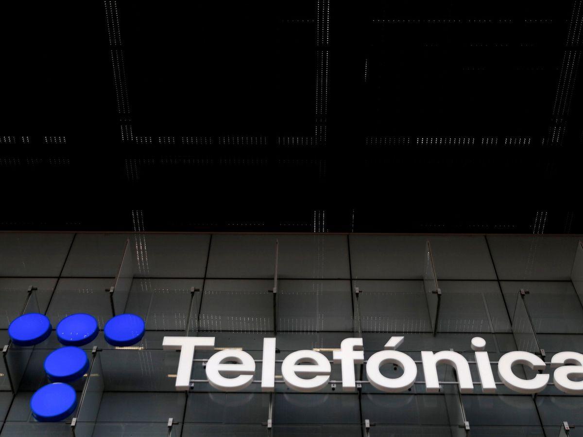 Foto: Logo de Telefónica en su sede de Madrid. (Reuters)