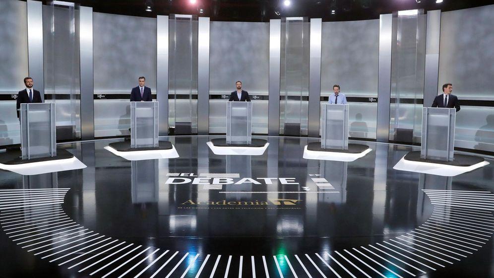 Foto: Los candidatos a la presidencia del Gobierno, (i-d) Pablo Casado, Pedro Sánchez, Santiago Abascal, Pablo Iglesias y Albert Rivera, momentos antes de comenzar el debate. (EFE)