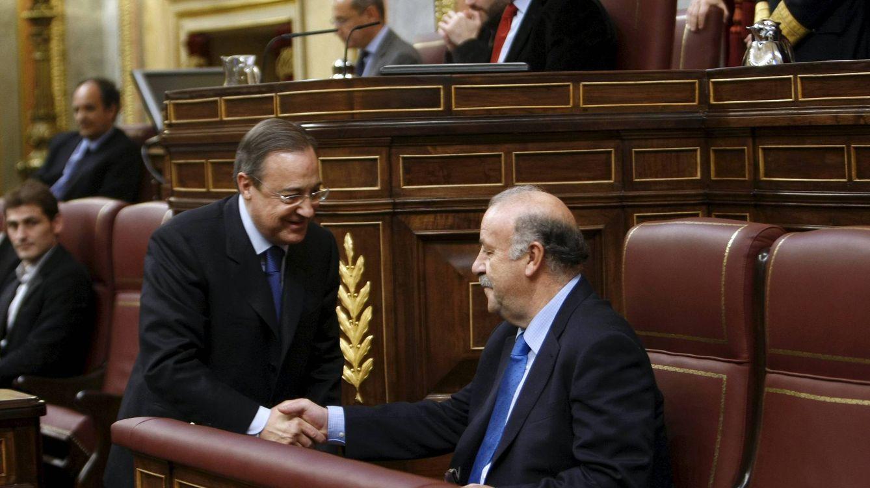 Foto: Florentino Pérez y Vicente del Bosque coincidieron en 2010 en un acto por la Constitución en el Congreso de los Diputados. (EFE)