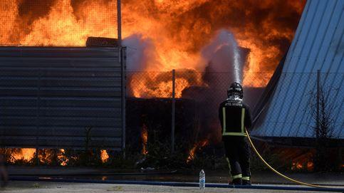 Tratan de apagar un incendio en una planta de residuos de  Valverde del Majano (Segovia)