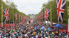 Corre la maratón de Londres disfrazado de Big Ben y en la meta...
