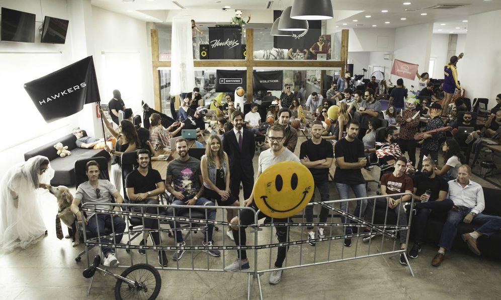 Foto: El equipo al completo en las oficinas de Hawkers. (Hawkers)