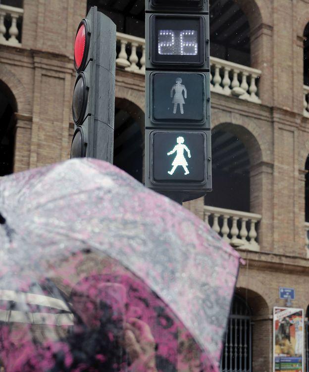Foto: Se instalan en Valencia semáforos paritarios. (EFE)