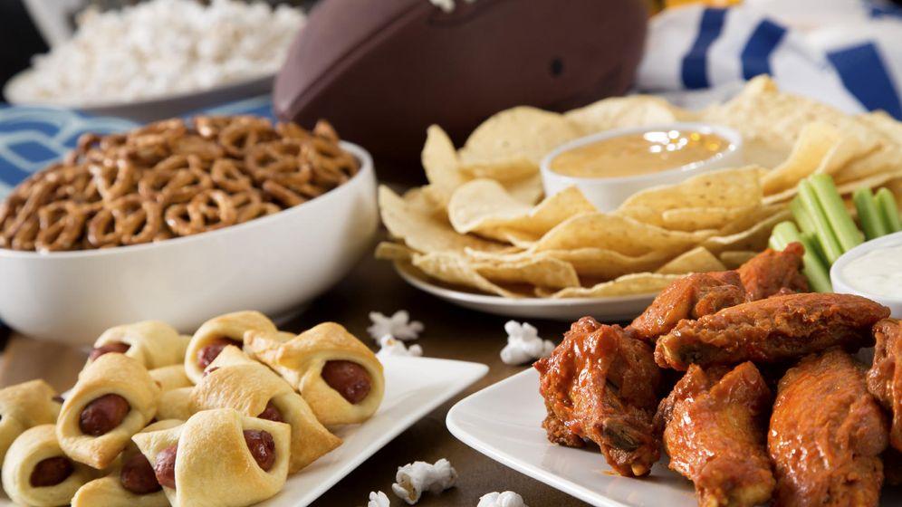 Foto: ¿Quieres saber qué es comida altamente calórica? Esto es comida altamente calórica (y un balón de rugby). (iStock)