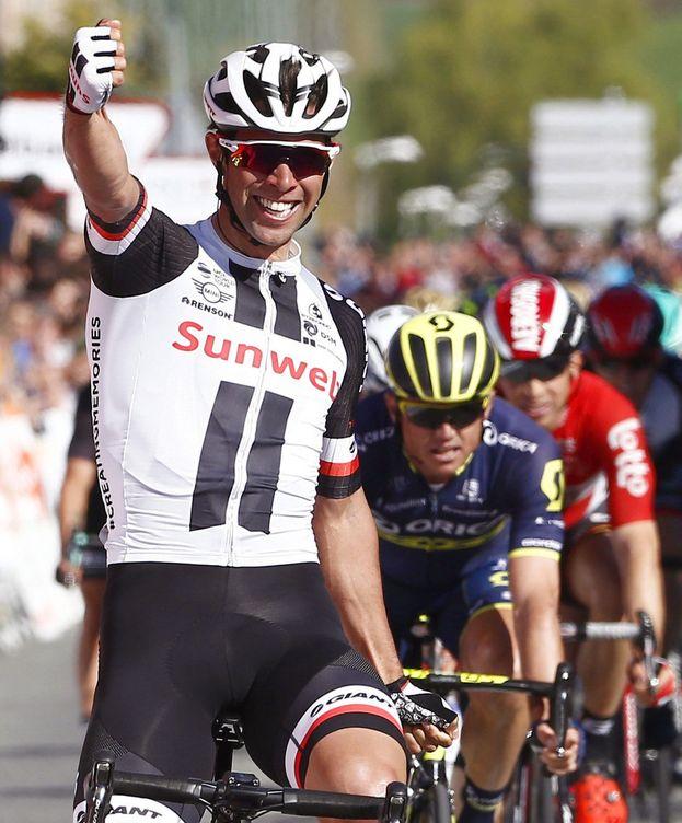 Foto: Matthews celebra su triunfo en Sarriguren. (EFE)