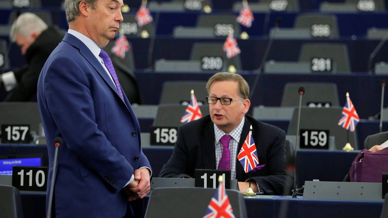 Nigel Farage espera el inicio de un debate sobre el Brexit en el Parlamento Europeo. (Reuters)