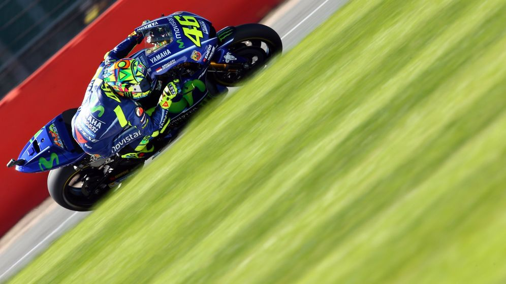 Foto: Valentino Rossi corriendo en Silverstone. (EFE)