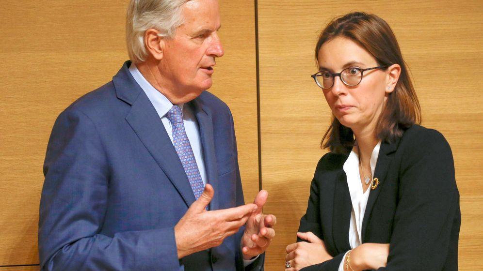 Foto: Michel Barnier y Amélie de Montchalin. (Reuters)