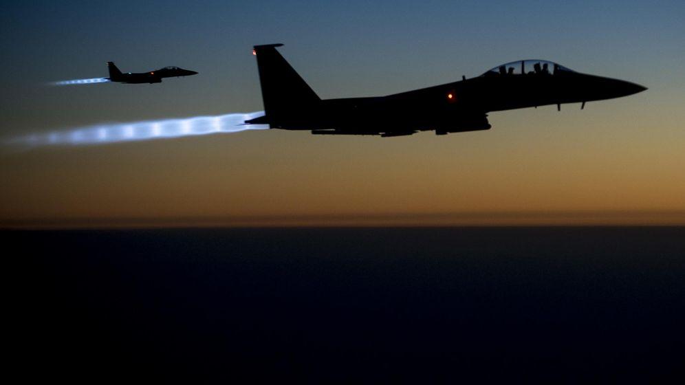 Foto: Dos cazas F-15 Strike Eagle estadounidenses durante una misión de la coalición internacional en Siria e Irak, en septiembre de 2014. (Reuters)
