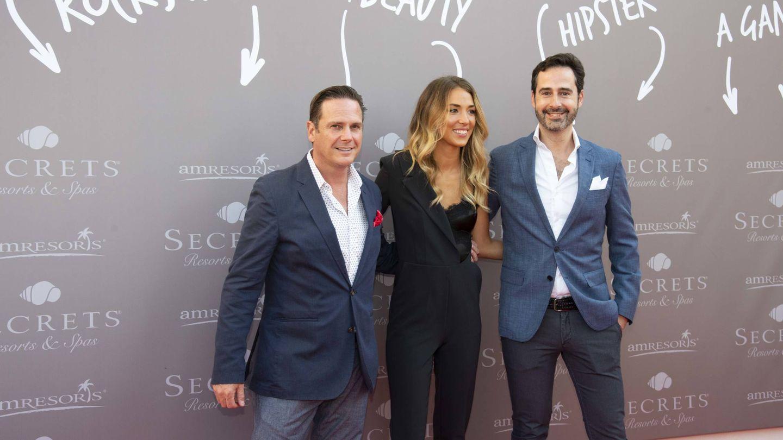 La modelo, junto a Javier Águila y Javier Coi. (Cortesía)