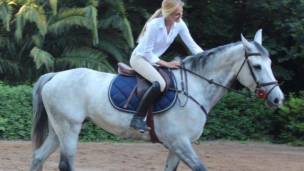 Foto: Victoria Ortiz montando a caballo. (Vanitatis)