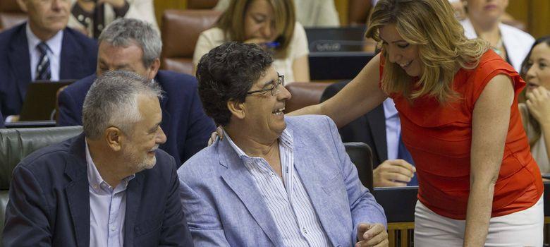 Foto: Susana Díaz saluda a José Antonio Griñán y Diego Valderas (Efe).