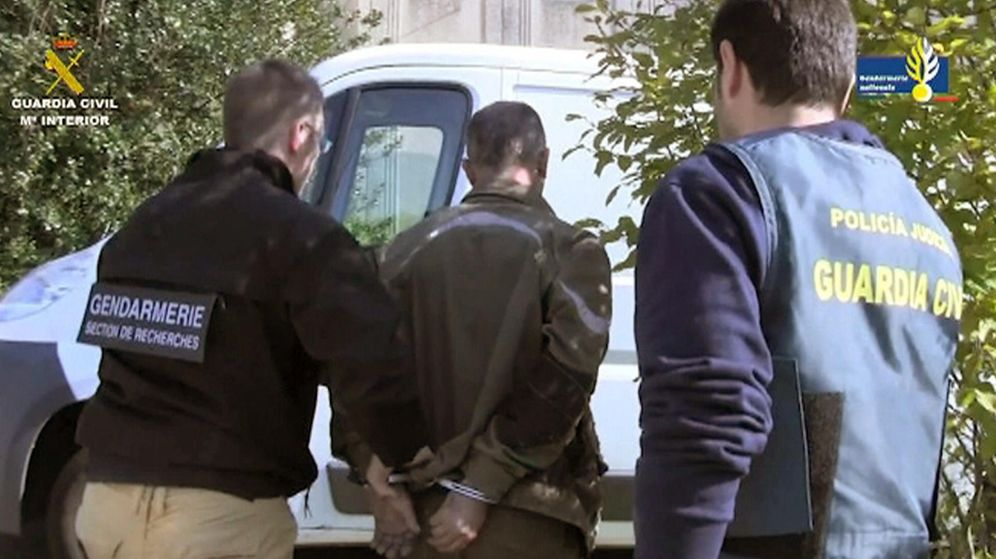 Foto: Fotografía facilitada por la Guardia Civil de la detención. (EFE)