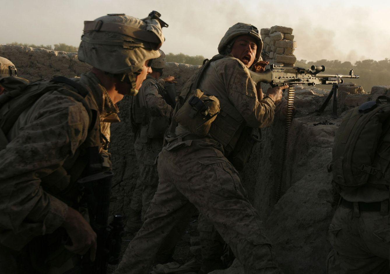 Foto: Marines estadounidenses durante una emboscada de los talibán en la provincia de Helmand, Afganistán (Reuters).