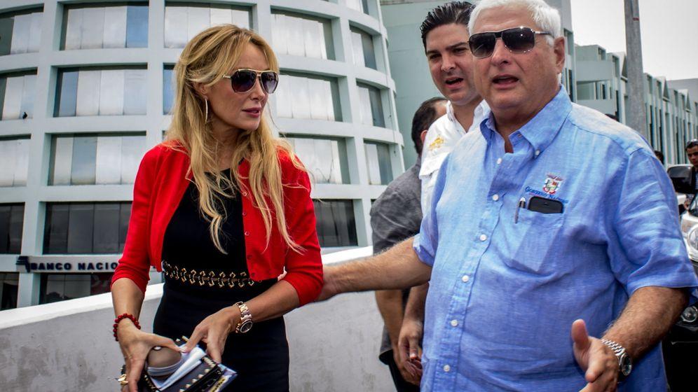 Foto: Esther Alcocer Koplowitz y Ricardo Martinelli, en octubre de 2013, durante la inauguración de uno de los tramos de Vía Brasil que se investigan por un presunto amaño. (EFE)