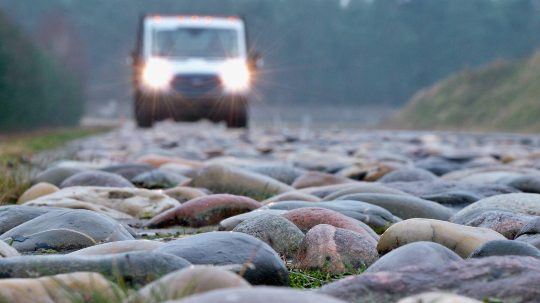 Pavimentos como potros de tortura en el campo de pruebas de Ford en Bélgica para simular las peores carreteras del mundo: guijarros, adoquines, baches...