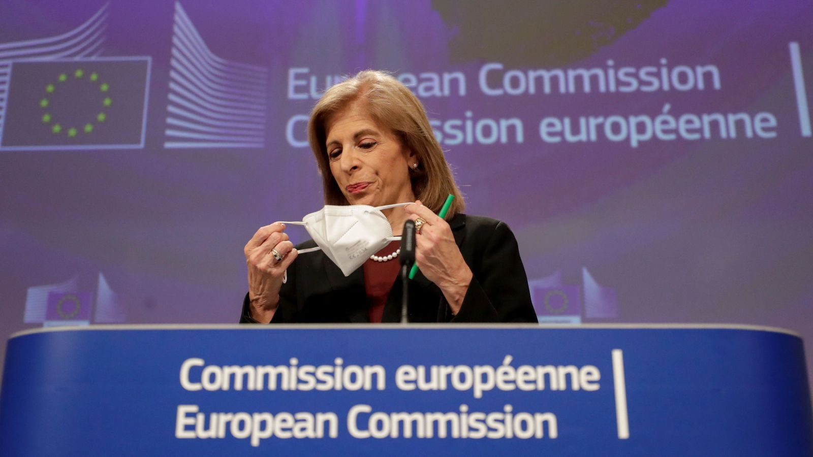 Bruselas afronta horas clave para salvar el calendario de vacunación de Europa