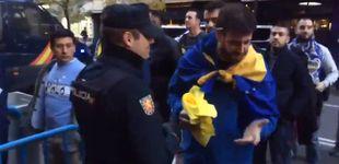 Post de La Policía retira elementos amarillos a los seguidores de Boca Juniors