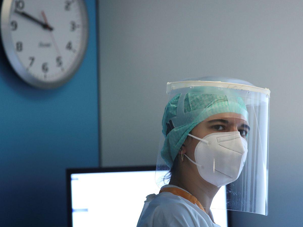 Foto: Personal médico tratando a enfermos de coronavirus. (Reuters)
