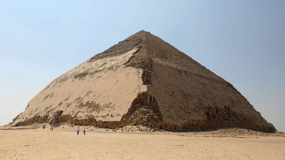 Así es la Pirámide Acodada, la misteriosa estructura oculta desde hace medio siglo