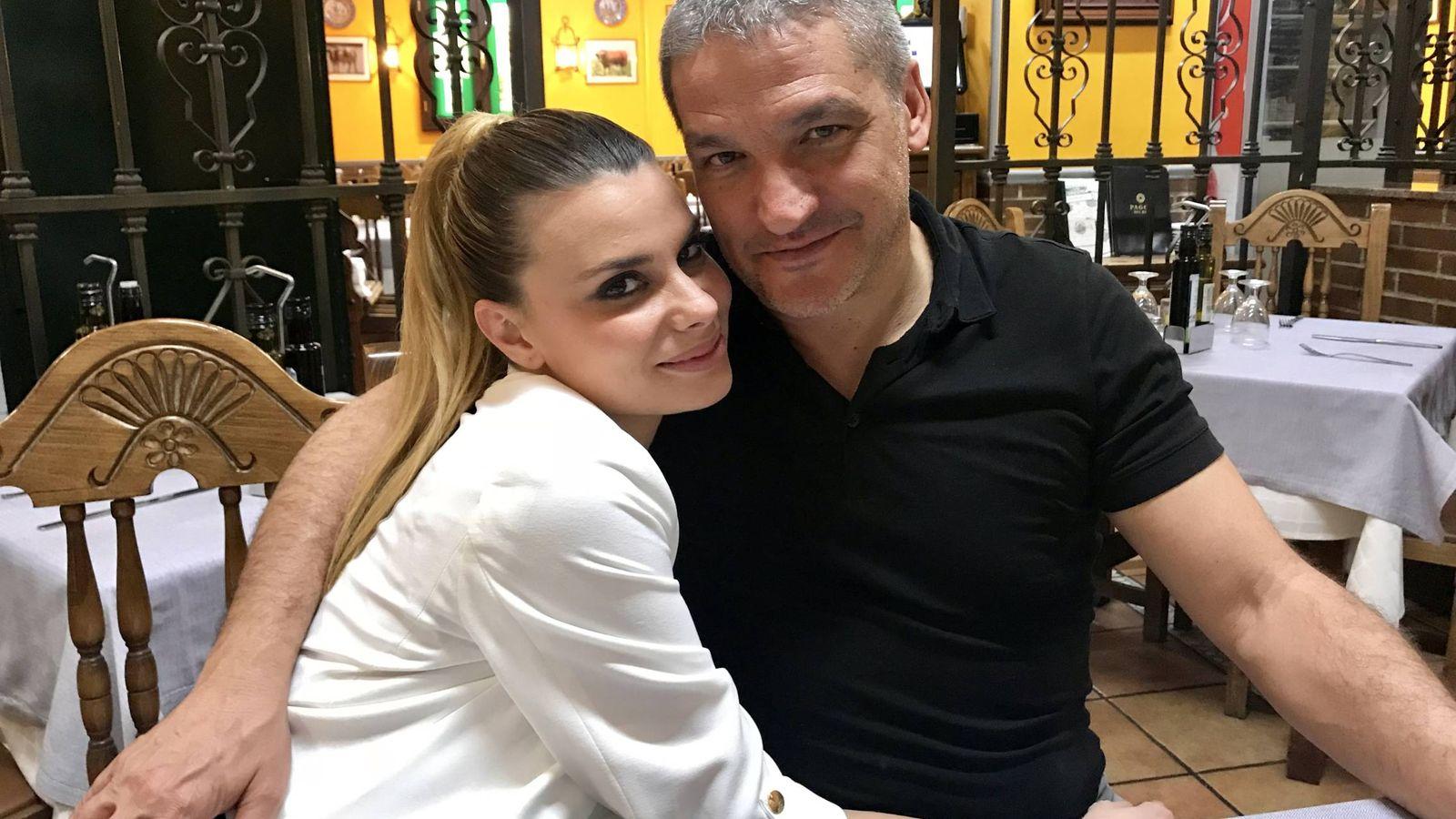 Foto: María Lapiedra y Gustavo González. (Fotografía exclusiva de Vanitatis)