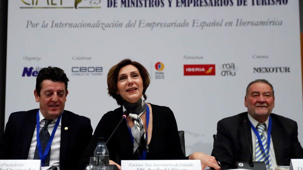 Foto: La secretaria de Estado de Turismo de España, Isabel Oliver (c). (EFE)