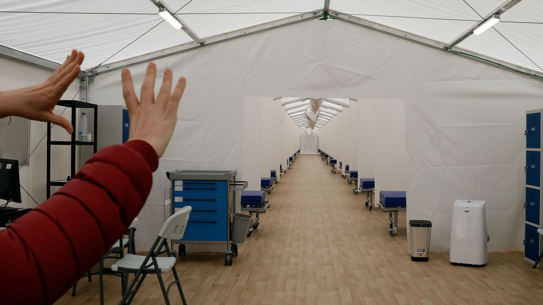 Imagen de las instalaciones del hospital de campaña que se ha construido junto al Hospital La Fe de Valencia y que albergará cerca de 600 camas. (EFE)