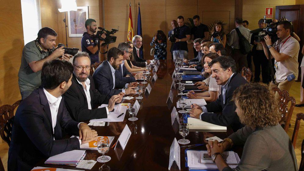 Foto: Segunda reunión entre PP y Ciudadanos. (EFE)