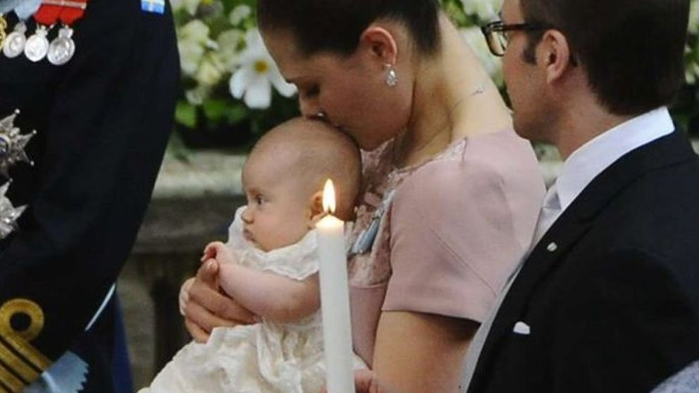 Victoria de Suecia bautiza a la pequeña Estelle