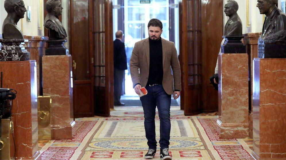 Foto: Gabriel Rufián, a su llegada al pleno del Congreso. (EFE)