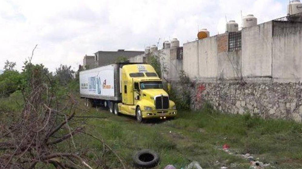 Foto: El camión, abandonado en una finca (Foto: Twitter)