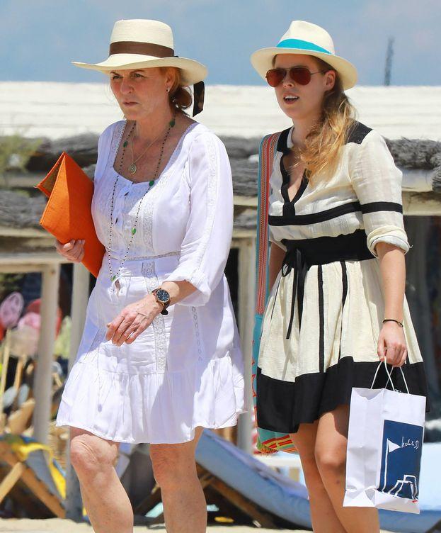 Foto: Sarah Ferguson y la princesa Beatriz de York. (Imagen: Cordon Press)