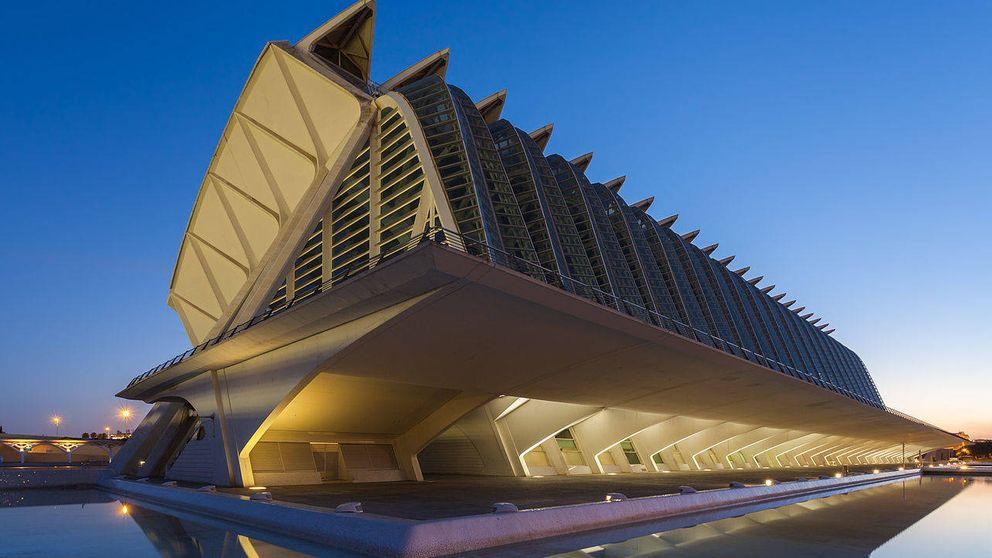 Gótico, gigantes y Calatrava: qué ver en Valencia más allá de las Fallas